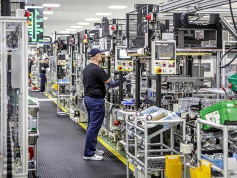 Produkcja silników do napędu hybrydowego. Fot. Toyota Motor Manufacturing Poland