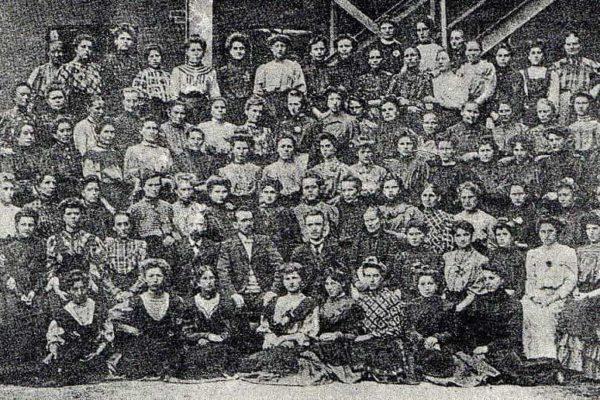 Uczestnicy strajku w Żyrardowie. Fot. Wikimedia Commons, https://creativecommons.org/licenses/by-sa/3.0/pl/deed.pl