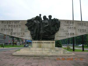 Pomnik Czynu Zbrojnego Proletariatu Krakowa. Postawiony na pamiątkę wydarzeń z 1936. Fot. Wikimedia Commons, https://creativecommons.org/licenses/by-sa/3.0/pl/deed.pl