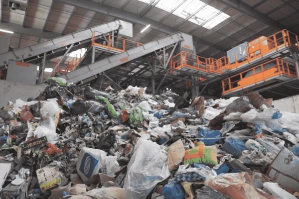 Sortownia odpadów w firmie Lekaro