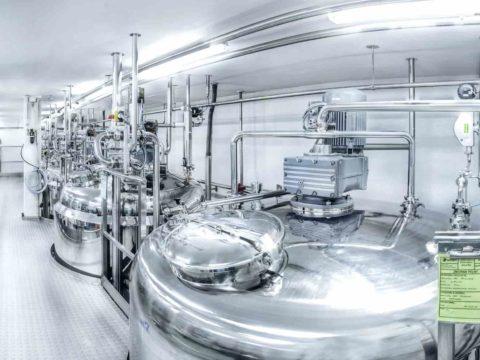 Zakład produkcyjny Aflofarmu w Rzgowie, reaktory procesowe. Fot. Aflofarm