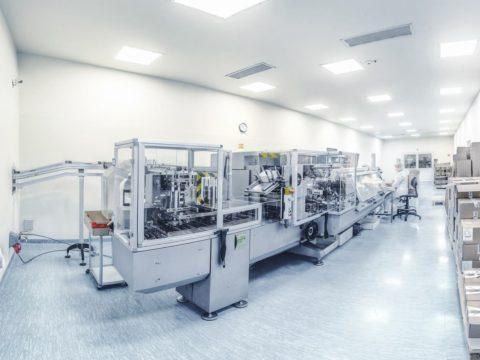 Kartoniarka w zakładzie produkcyjnym Aflofarmu w Ksawerowie. Fot. Aflofarm