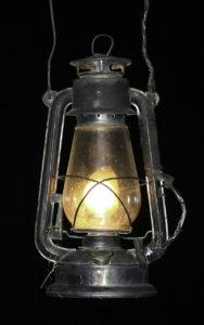 Lampa naftowa. Fot. Wikimedia Commons, Anton Croos