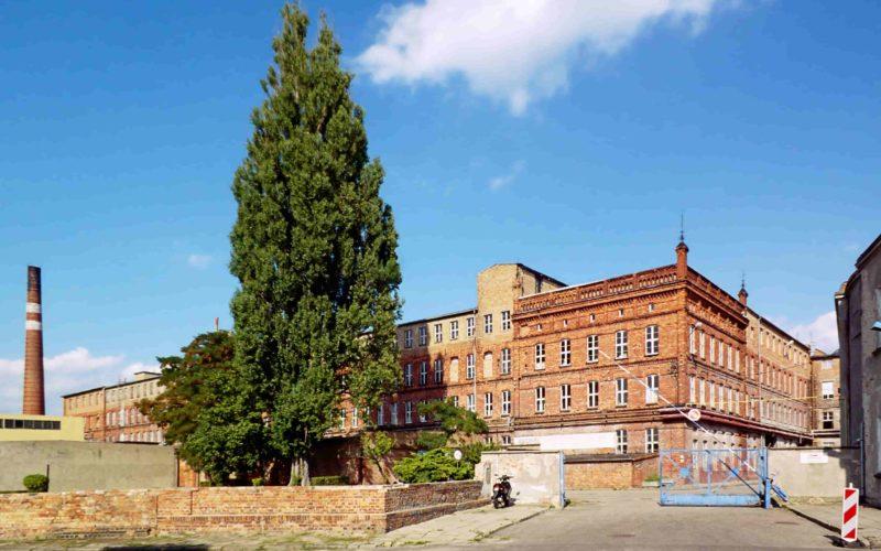 Budynek fabryki porcelany w Chodzieży. Fot. Roweromaniak, Wikimedia Commons, CC BY-SA 3.0