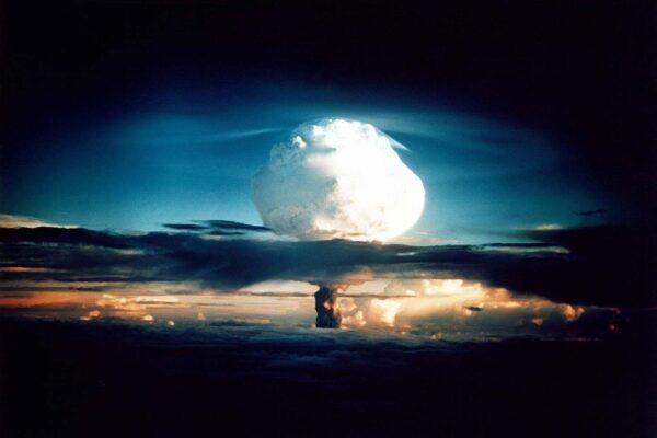 Wybuch bomby wodorowej stworzonej przez zespół Stanisława Ulama i Edwarda Tellera.