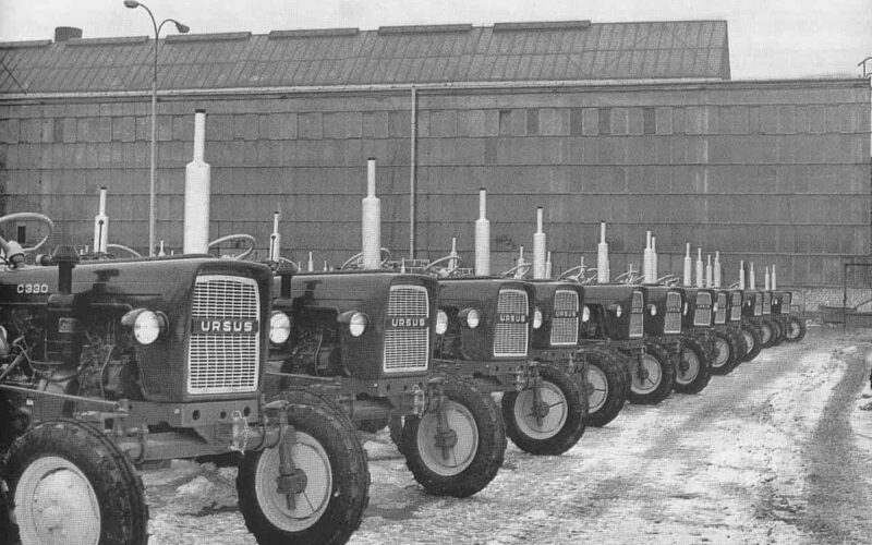 Ciągniki Ursusa z lat 70. Fot. Wikipedia