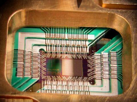 Układ 128 kubitów DWave Systems fot. Wikipedia