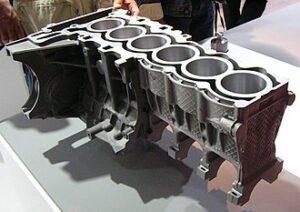 Odlew kokilowy korpusu silnika samochodowego. Fot. Wikipedia, CC BY-SA 3.0.