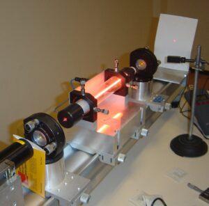 Laser helowo-neonowy. Fot. Wikipedia.